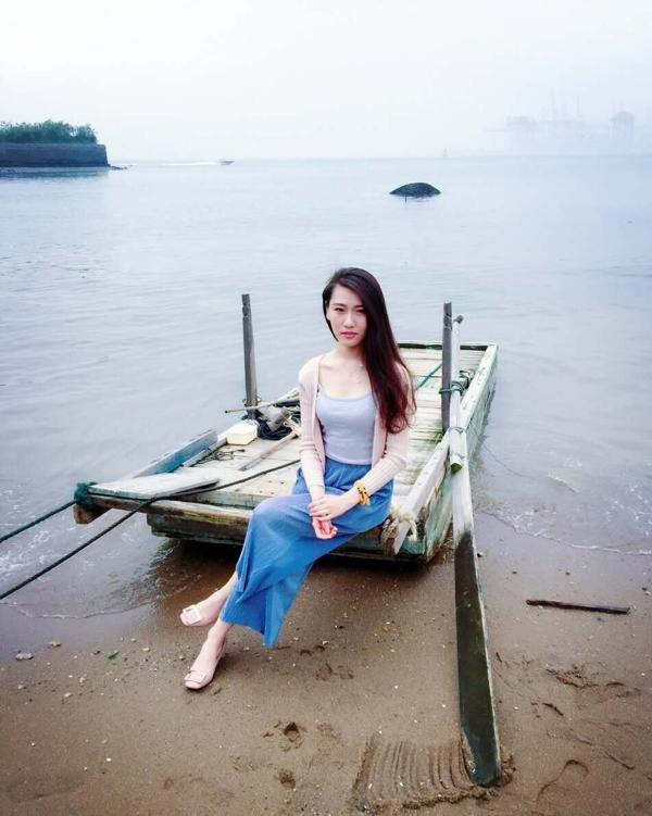 dengqingqing News Feed Photos